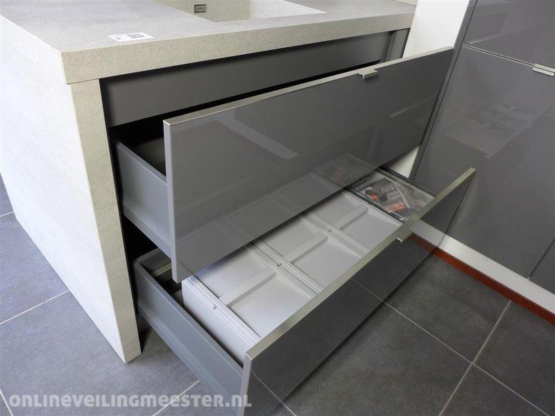 keukenblok h cker systemat av 4030 lavagrijs hoogglan. Black Bedroom Furniture Sets. Home Design Ideas